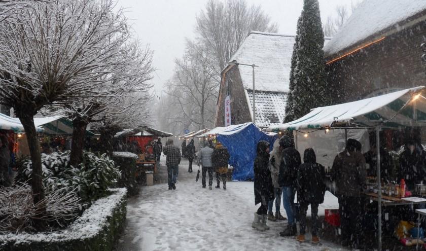 Kerstmarkt met sneeuw. (foto: Niek van Veen-Aerts)