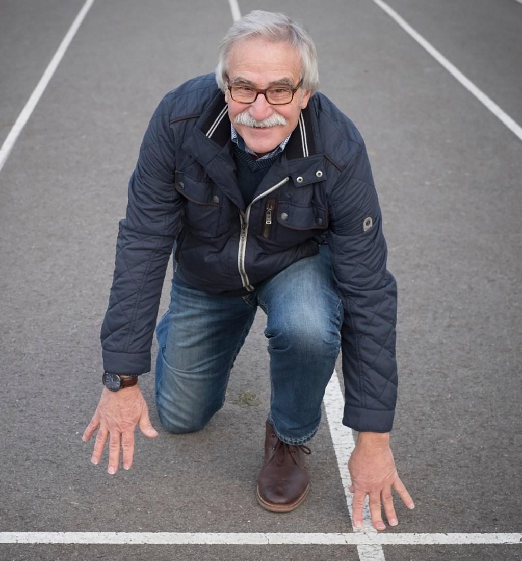 Joop Dahm op de atletiekbaan van b.o.d. de Sprinters