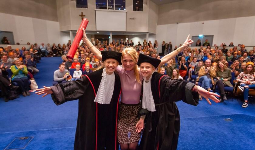 Promovendus Liesbeth met promotoren Noor en Mila. (foto: Radboud Universiteit/Dick van Aalst)