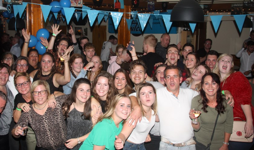 Bezoekers party afgelopen jaar. (foto: Auke Kuus)