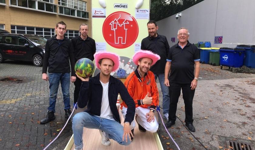 Mobiele bowlingbaan in Hilversum. (foto: Mees Bakker )