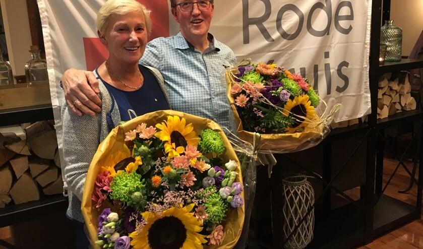 Gerrie van der Voort van der Kleij en Eric Versteeg zijn gehuldigd als jubilaris bij het Rode Kruis.