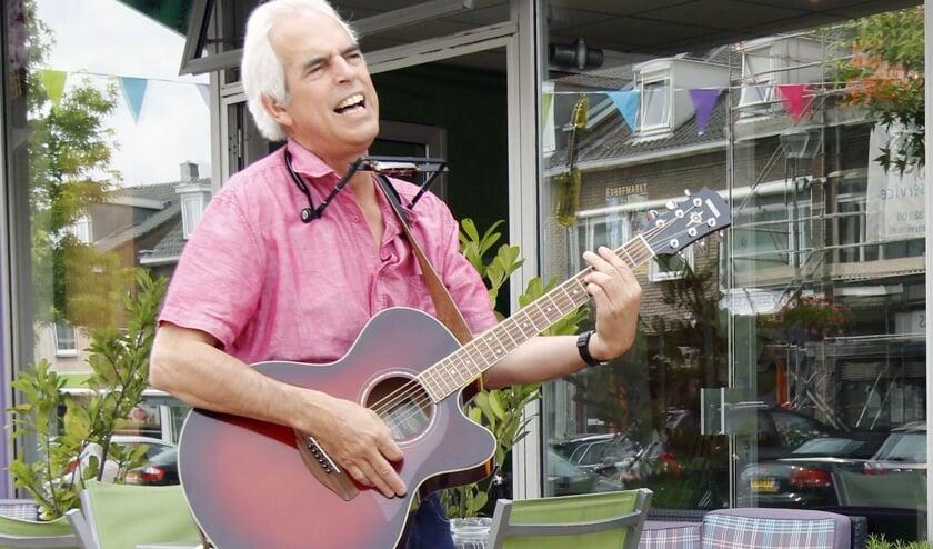 Ronnie Rabble, the medleyman, verzorgt een optreden op vrijdagavond 13 december in zaal Onder de Toren. (foto: PR)