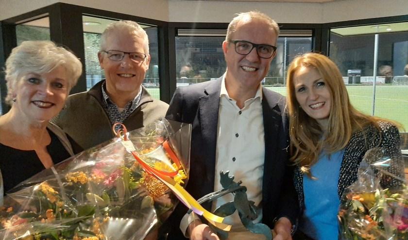 Op de foto Joris van Wijk, 2e van rechts. Hij wordt geflankeerd door de leden van verdienste: Marieke de Groot, Henk Rauw en geheel links Monique Melchior. (foto: Richard Spaan)