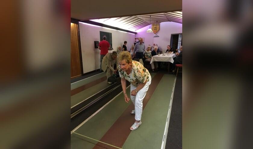 Kegelen met seniorenvereniging Kekerdom. (foto: Berdie Gerritzen)