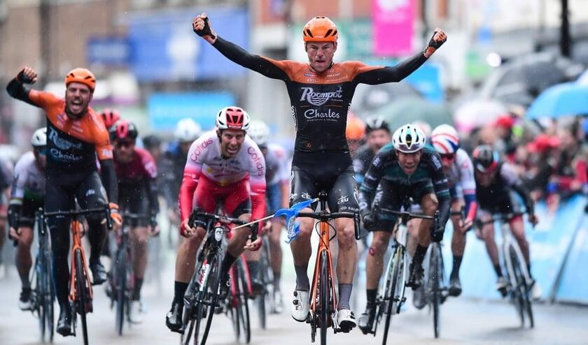 Jesper Asselman wint dit voorjaar voor Roompot-Charles in de Ronde van Yorkshire. Nu gaat de profrenner uit Huissen fietsen voor Metec-TKH. (foto: SWPix.com)