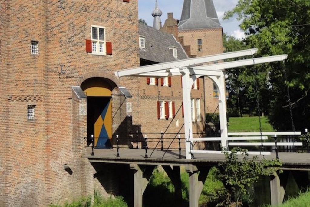 Toevallige ontmoetingen. (foto: Kasteel Doorwerth) Foto: kasteel Doorwerth © Hét Gemeentenieuws