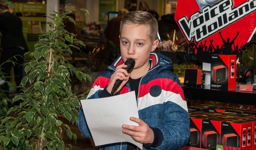 Finn Spijker (11 jaar) wint gedichtenwedstrijd Meest Poëtische Heumie 2019. (foto: Hans van Wijk)