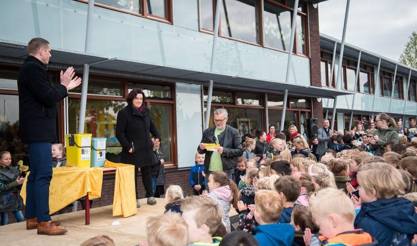 Op de basisscholen in de Elster wijk Westeraam is een start gemaakt met afvalscheiding. (foto: Suzan)