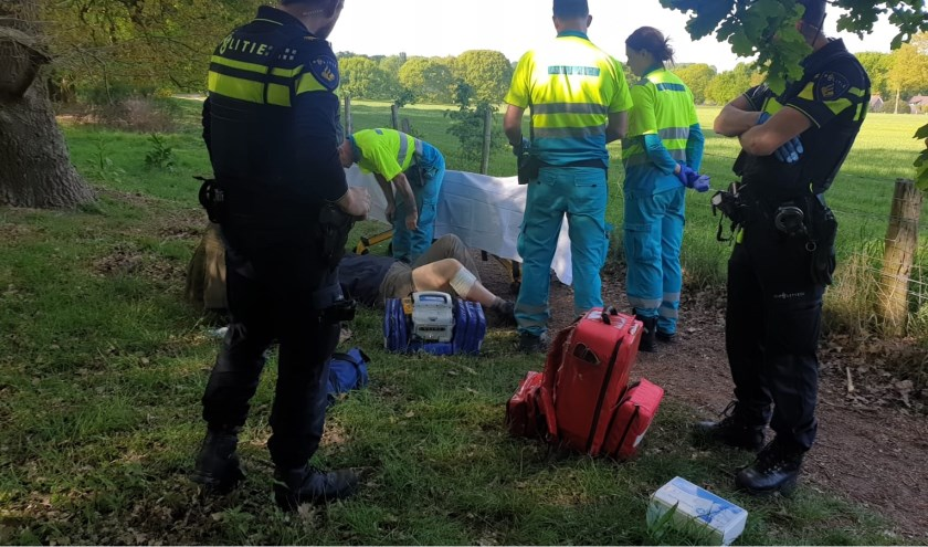 Slachtoffer die gebeten is door een hond. (foto: Waldie Rutten / 112nieuwsgroep)