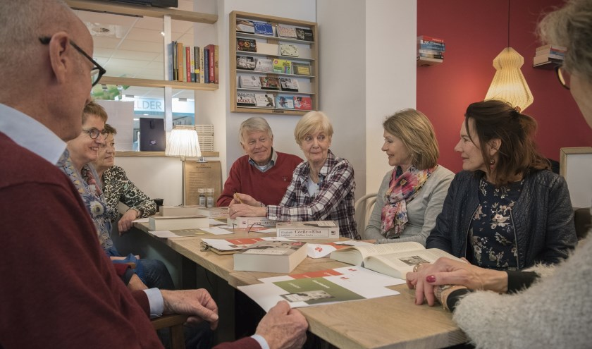 Deelnemers aan leesclub (foto: Arjanneke van den Berg)