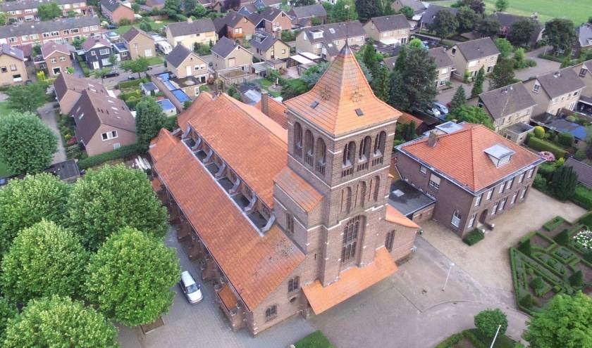 Zandse Kerk, annex uitvaartcentrum en pastorie. (foto: N. Hubers)
