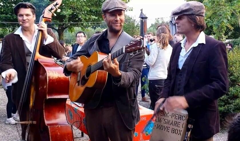 Live muziek op straat en bij horecabedrijven, dàt is Back to the Music in Huissen. Dit jaar op zondag 7 juli. En de winkels in het centrum zijn geopend van 13 tot 17 uur. (foto: Van Eimeren)