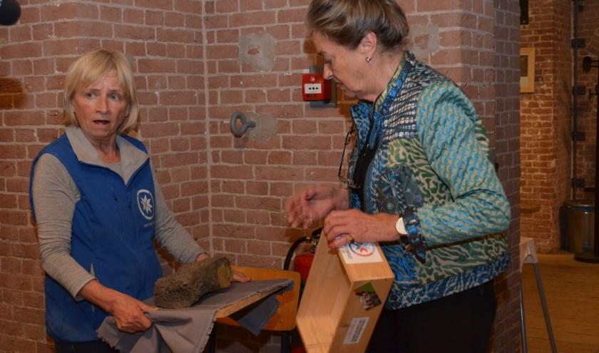 Verwondering alom: is de eerste steen van Fort Pannerden een misbaksel?