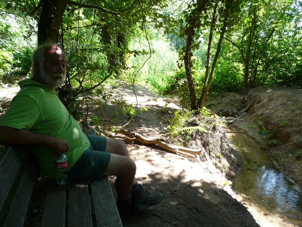 Rob Graat rust even uit bij 'zijn' doorsteek in 2013 Foto: Maria Pompe © Hét Gemeentenieuws