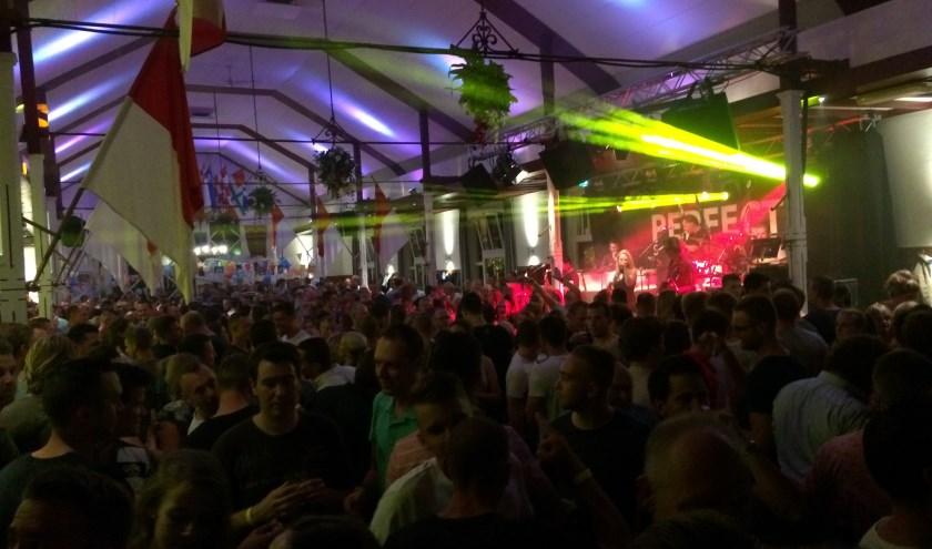 Tijdens de kermisdagen is er volop feest in het Schuttersgebouw. (www.schutterijdoornenburg.nl)