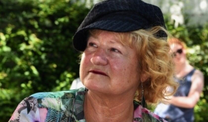 Marianna Bakker, jurylid poëziewedstrijd Vier de vrijheid/ Geef vrijheid door. (foto: Rodi)