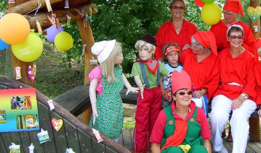 deBol Kabouters op bezoek bij Hans en Grietje. (foto: deBol Bemmel)