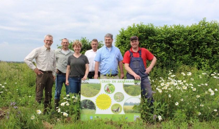 Projectgroep bloemrijke akkerranden, van links naar rechts: Henk van Ziel, Tijl Essens, Corine Weiman, Bert Snel, Bas Colen en Peter Mulder. (foto: Harrie Seesink)