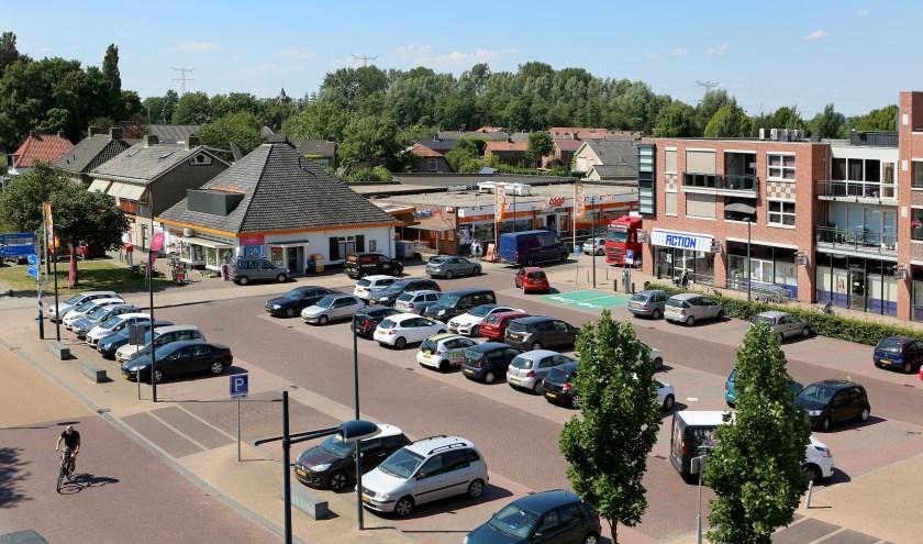Parkeerterrein Dorpsplein Dodewaard. (foto: 3JetFotografie)