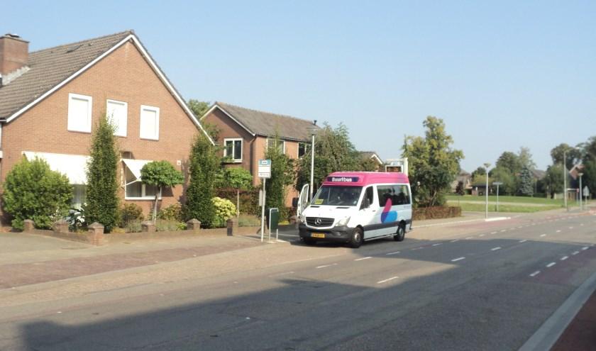 Buurtbus 556 bij De Beemdhof in Heteren. (foto: Jan van Brakel)