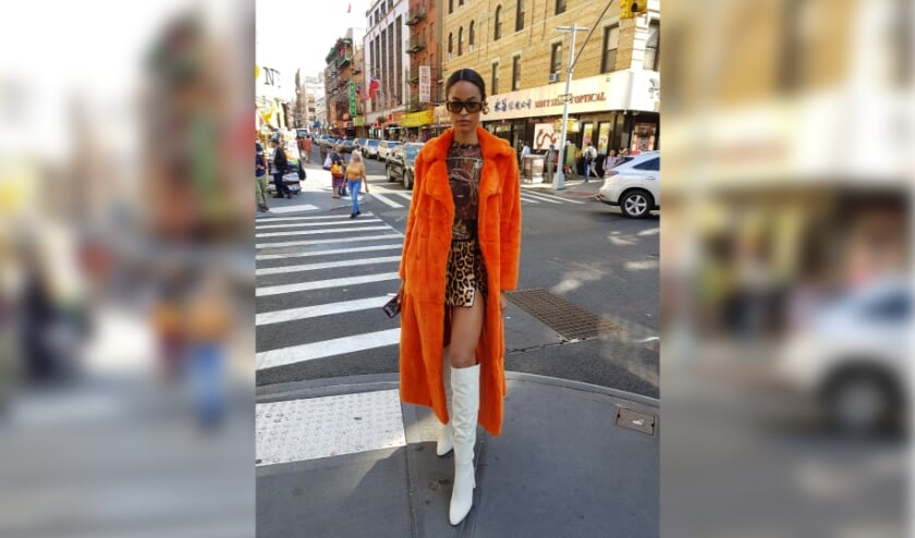 Fotomodel op straat in New York. (foto: Willeke Tjassens)