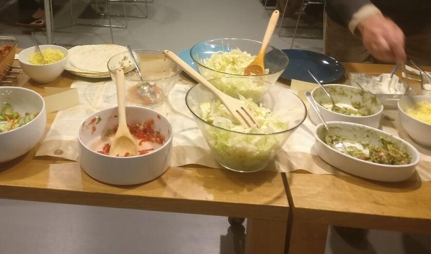 Tafel met gerechten. (foto: Boek&Buffet Kekerdom)