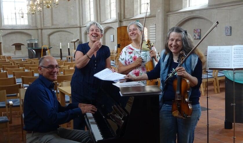 Van links naar rechts: Martin Meijers, Tineke Rietbergen, Elenore Polman en Stefanie Achatz. (foto: Gerie van der Land-Zijderveld)