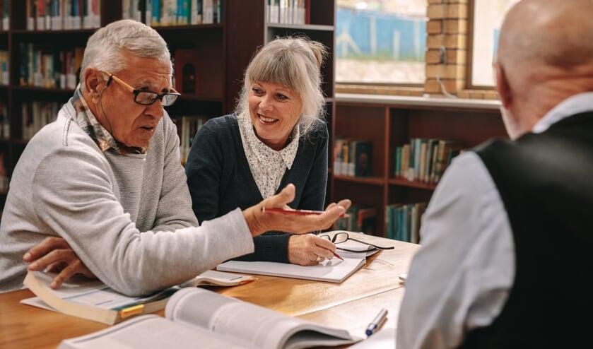 Praat met elkaar over uiteenlopende onderwerpen tijdens de Studiekring 50+.