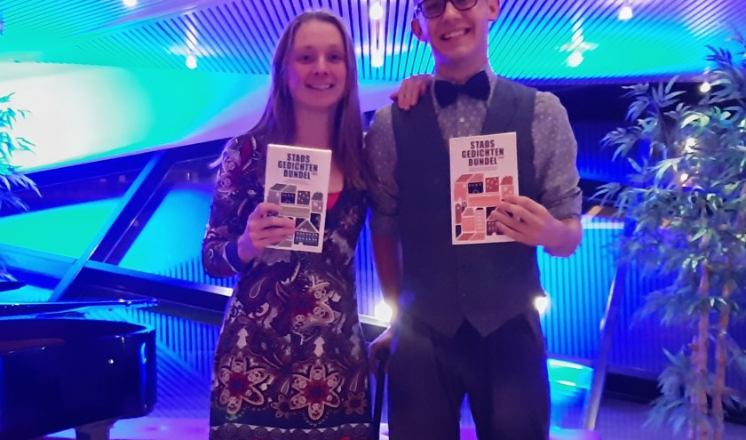 Marjolein Pieks en Thijs Kersten pakten podium tijdens Stadsdichtersdag..Beiden staan in Stadsgedichtenbundel 2019. (foto: Marianna Bakker)