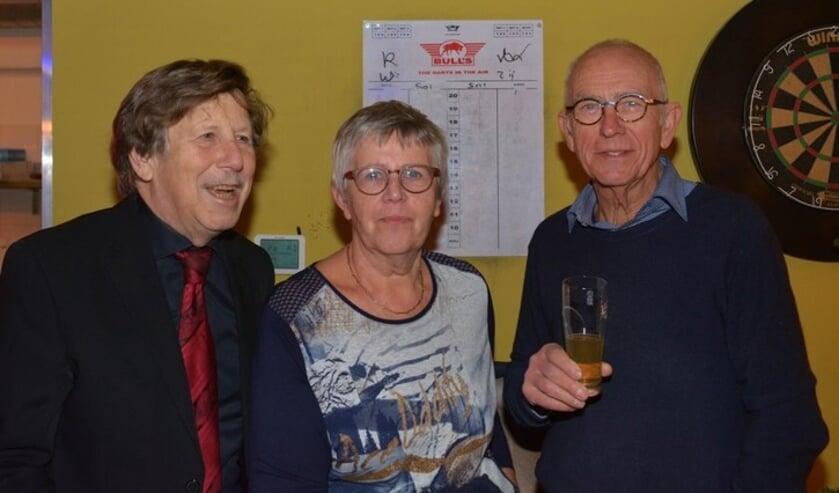De Seniorenvereniging van Beek staat altijd voor u klaar. Van links naar rechts:  Gérard Tesser en Coby en Gerard van der Pluijm. (foto: René Hendriks)