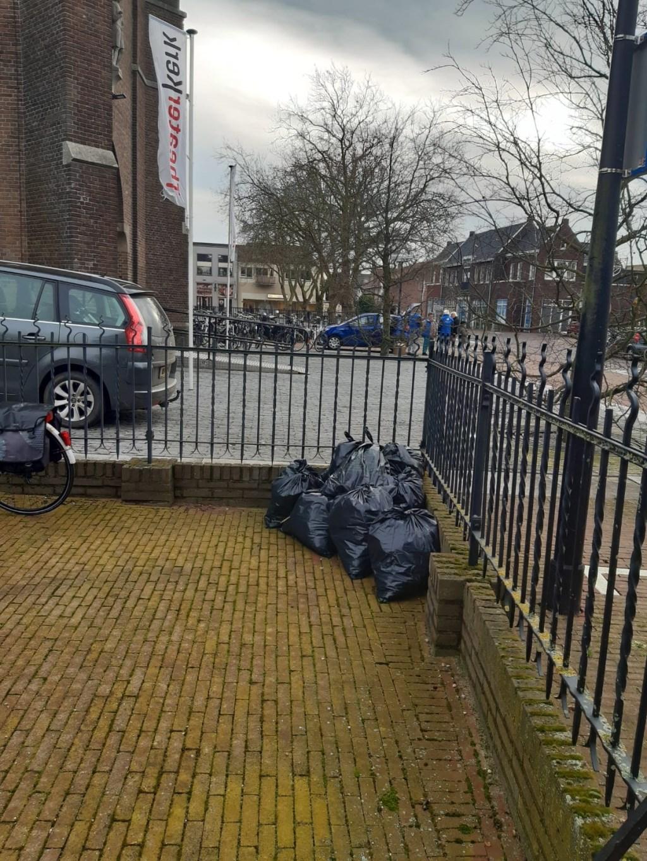 Resultaat opruimactie van 11 januari. (foto: Marga Reintjens)