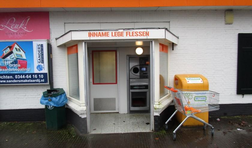 Flessenautomaat Coop Dodewaard. (foto: Wim Bloemendal)