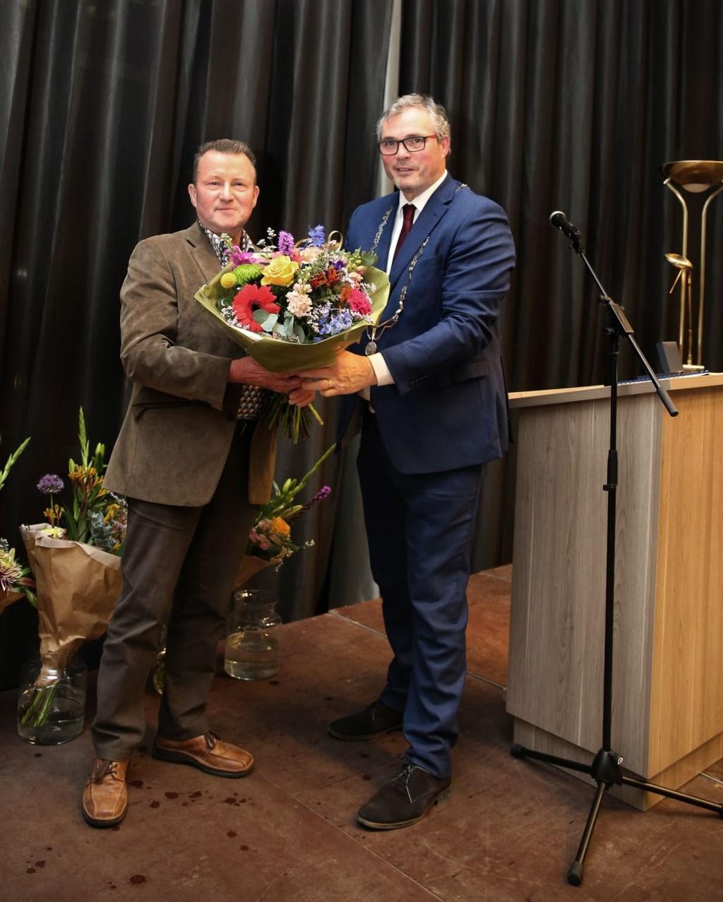 Dirk van den Berg uit Ochten en burgemeester Jan Kottelenberg van Neder-Betuwe (foto: 3JetFotografie)