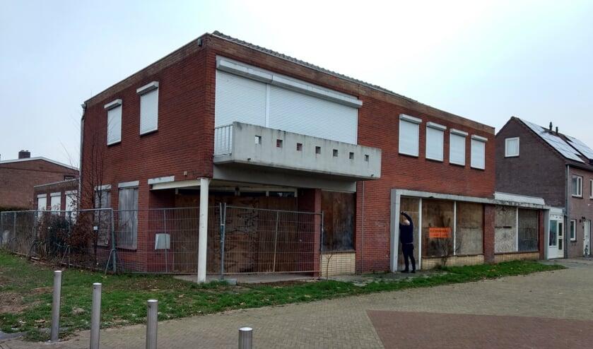 Het oude winkelpand aan het Mariaplein in Haalderen. Op deze plek gaat Waardwonen 10 appartementen realiseren.