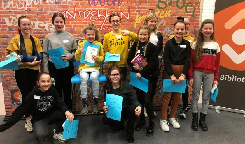 Winnares Pien met alle voorlezers uit Montferland. (foto: Bibliotheek Montferland)