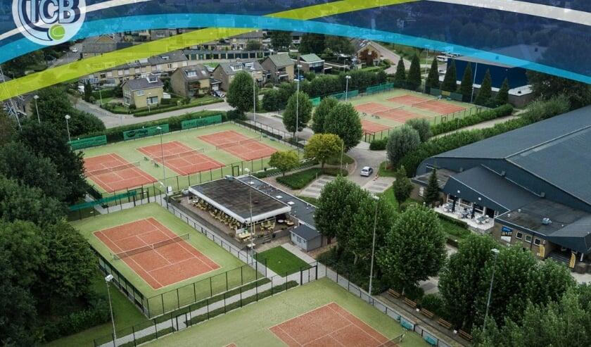 <p>Luchtfoto tennispark.</p>