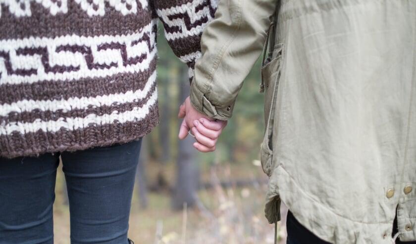 Ook jonge mensen zijn vaak mantelzorgers. (foto: Unsplash)