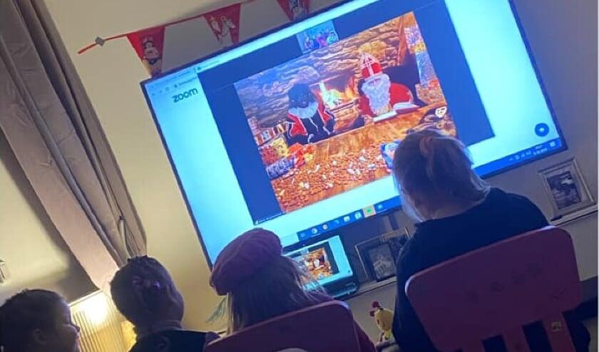 <p>Kinderen digitaal in gesprek met Sint en Piet. (foto: HuureenSint.nl)</p>