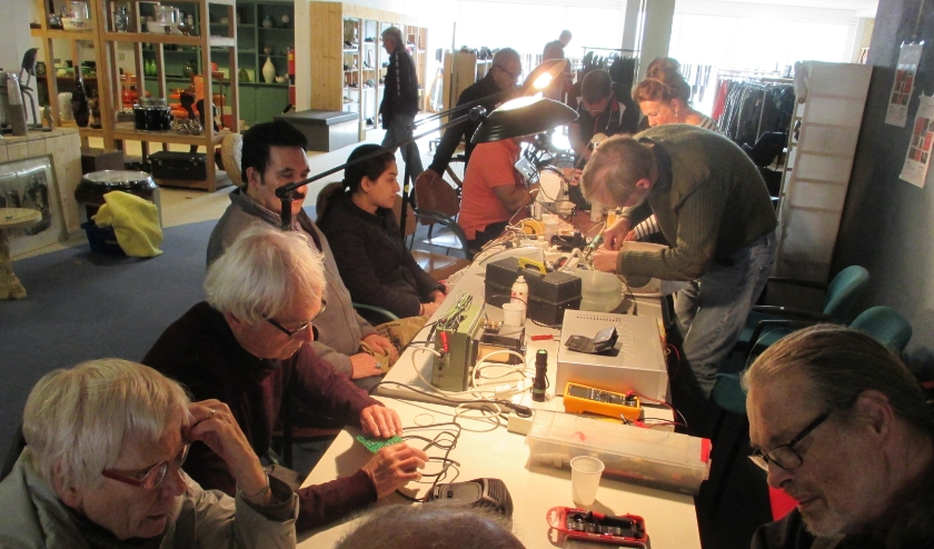 Repair-Café Overbetuwe. (foto: Peter van Kempen)