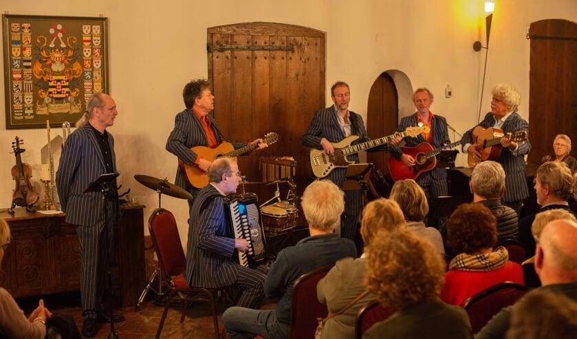 R-Chestra op kasteel Doornenburg. (foto: Paul Kerckhoffs)