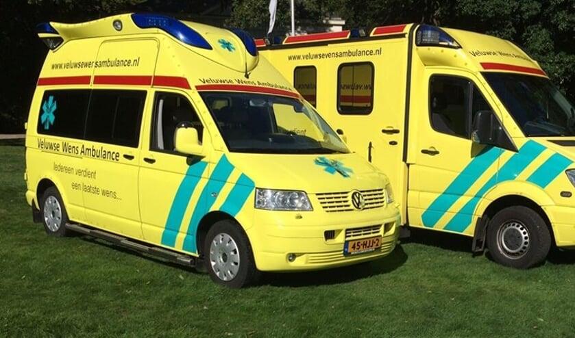 Twee wensambulances. (foto: Veluwse Wens Ambulance)