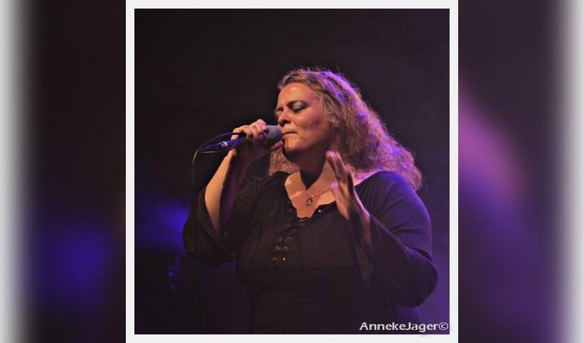 Zangeres Thea van Duren. (foto: Anneke Jager)