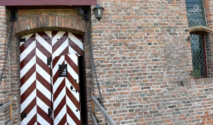 De deur is voorzichtig weer op een kier gezet. (foto Sjaak Veldkamp)