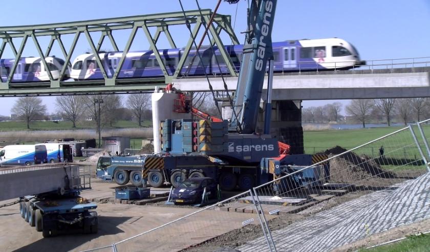 werk aan de Fietsbrug Cuijk-Mook (foto: GL8)