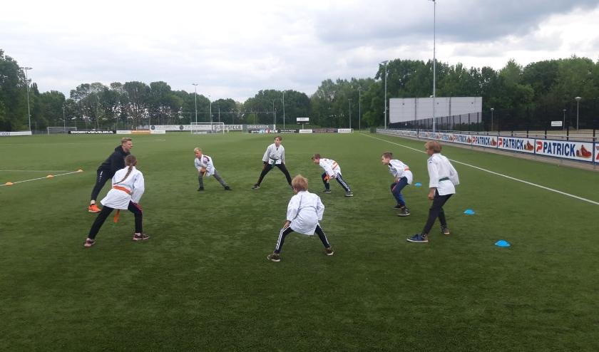 Judotraining op veld van sportpark-Zuid. (foto: Bas Thijssen van Judovereniging Groesbeek)
