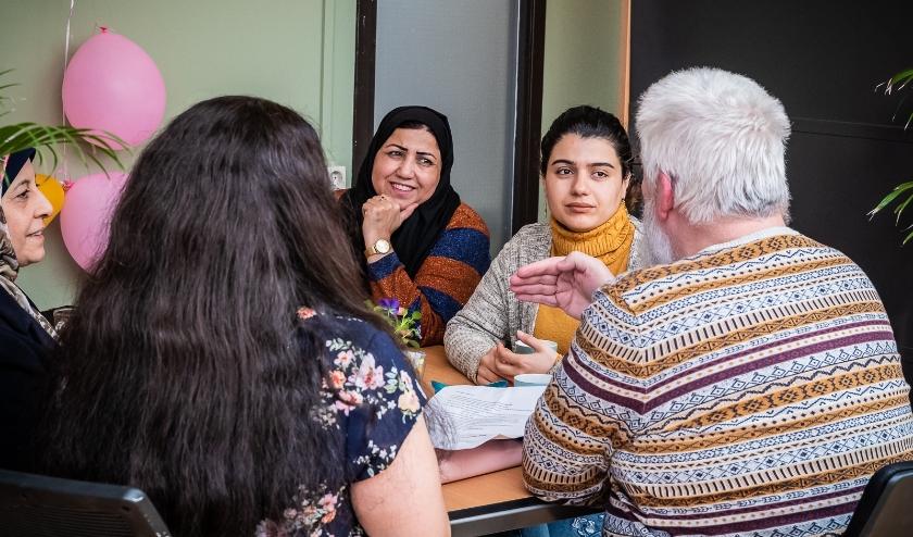Deelnemers van een Taalcafé. (foto: Marcel Krijgsman)