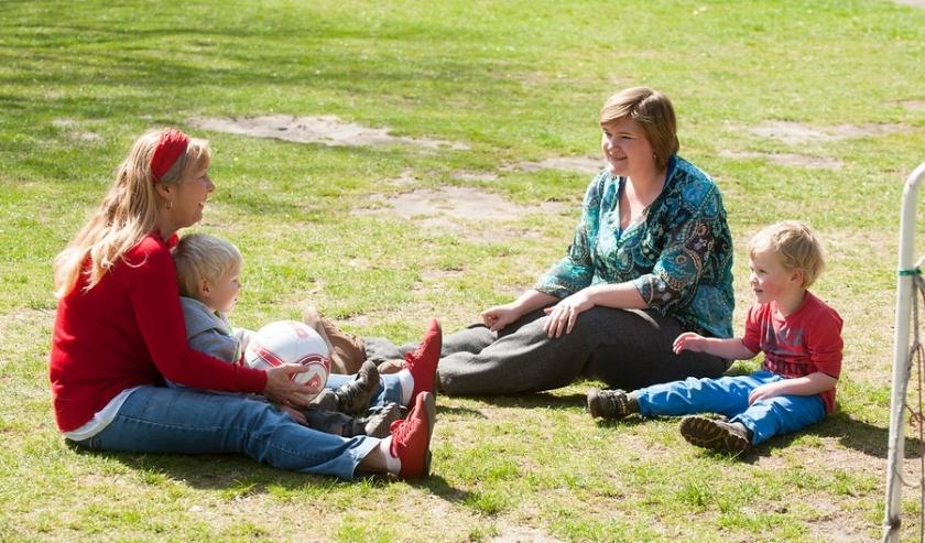 Home-Start gezin met vrijwilliger. (foto: Roy Beusker)