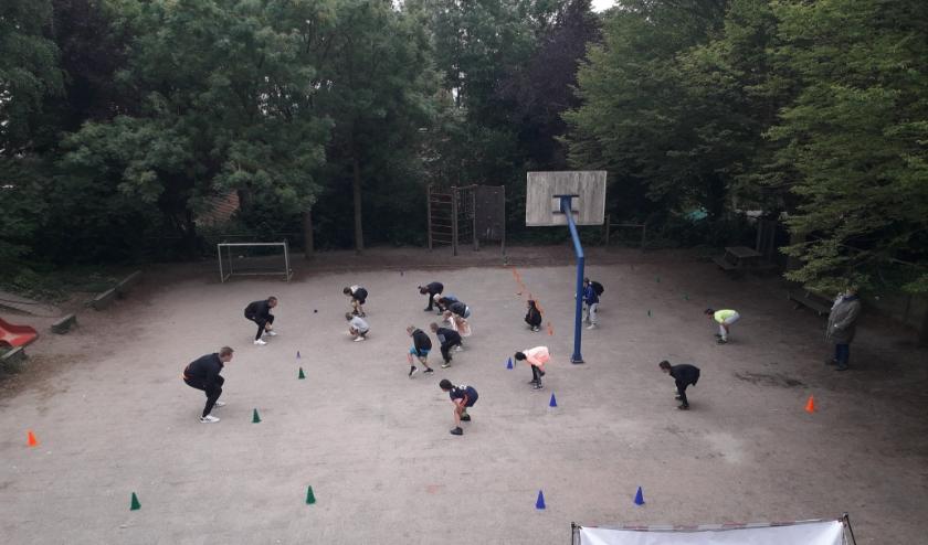 Clinic handbal op Daltonschool Rhenen. (foto: Patricia van Eldik)