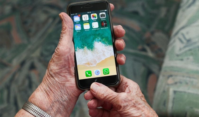Bel de digitale hulplijn als je vragen hebt over de computer, tablet of telefoon.